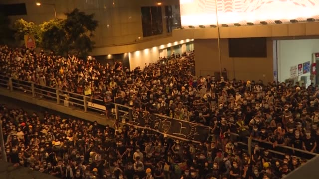 one 21 june 2019, thousands of hong kong protesters surrounded the city's police headquarters, calling on the city's pro-beijing leader to resign and... - protestor stock videos & royalty-free footage