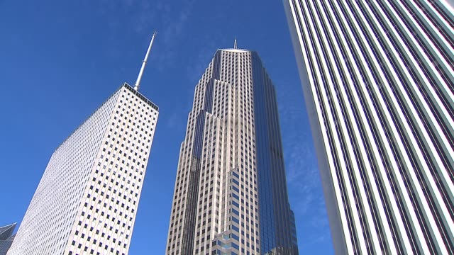 one and two prudential plaza buildings in chicago with blue sky in the background on oct. 23, 2014. - one prudential plaza stock videos & royalty-free footage