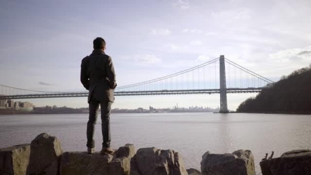 vidéos et rushes de one asian man enjoying day outdoors. recreational activity lifestyle - cadrage en pied