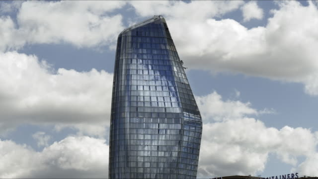 one blackfriars skyscraper in london bankside - sezione superiore video stock e b–roll