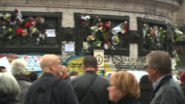vidéos et rushes de one day after paris' terrorist attacks on december 15 2015 in paris france - mémorial