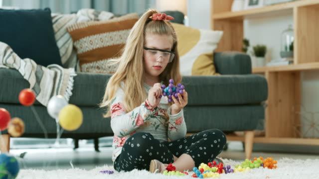 eines tages werden ihre wissenschaftlichen entdeckungen die welt verändern - schutzbrille stock-videos und b-roll-filmmaterial