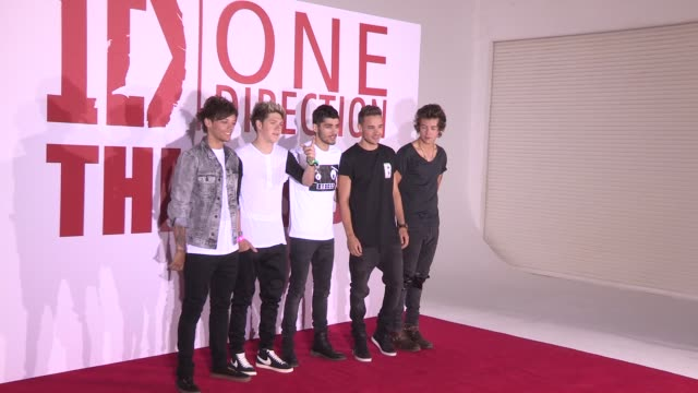 one direction at 'this is us' one direction press conference on august 19, 2013 in london, england - ゼイン・マリク点の映像素材/bロール