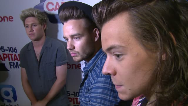 vidéos et rushes de interview one direction on new songs zane and xfactor at capital fm summertime ball with vodafone on 6th june 2015 in london england - modèle réduit