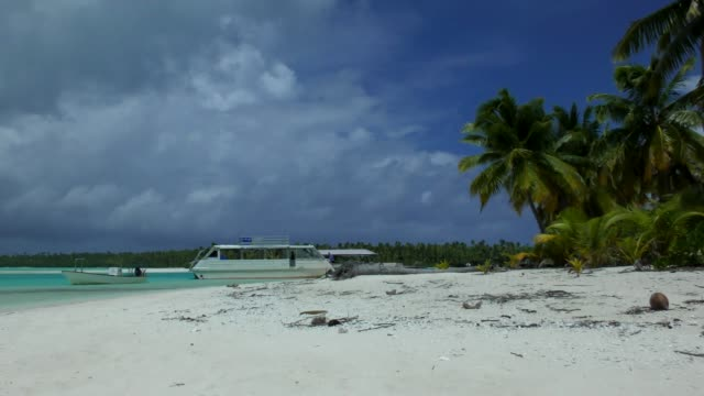 one foot island - aitutaki, cook islands - aitutaki lagoon stock videos & royalty-free footage