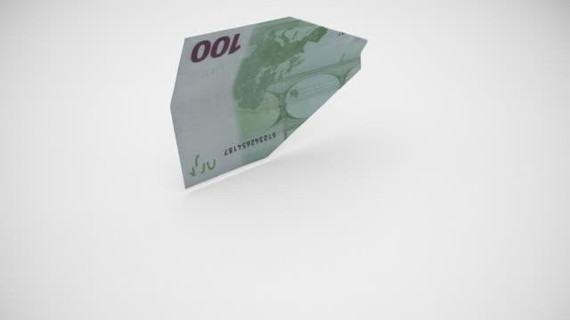vídeos y material grabado en eventos de stock de billete de cien euros se transforma en avión - avión de papel