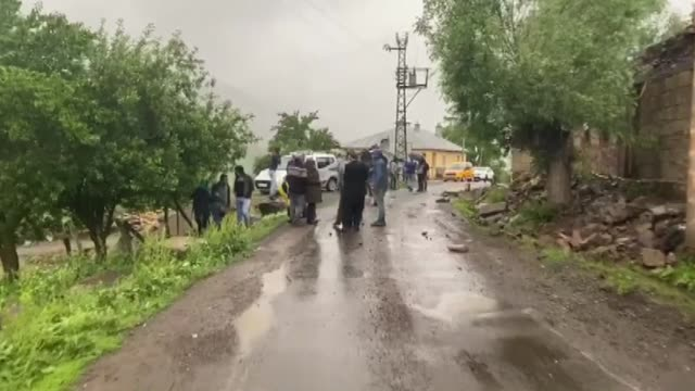 one killed and 18 others injured when a 5.7-magnitude earthquake hit turkey's eastern bingol province on sunday, according to officials. the disaster... - 副代表点の映像素材/bロール