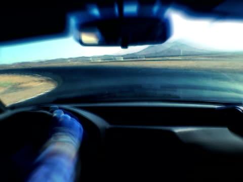 vídeos y material grabado en eventos de stock de una computadora de la pista de carreras - coche deportivo