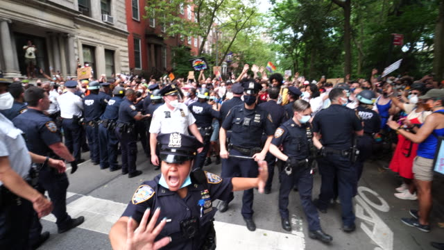 vidéos et rushes de one man arrested by police. blm demonstrators clash with the police force at washington square park in new york city on 50th annual of pride march in... - police force