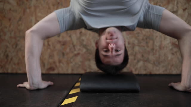 one man doing handstand push up gym exercise - upside down stock videos & royalty-free footage