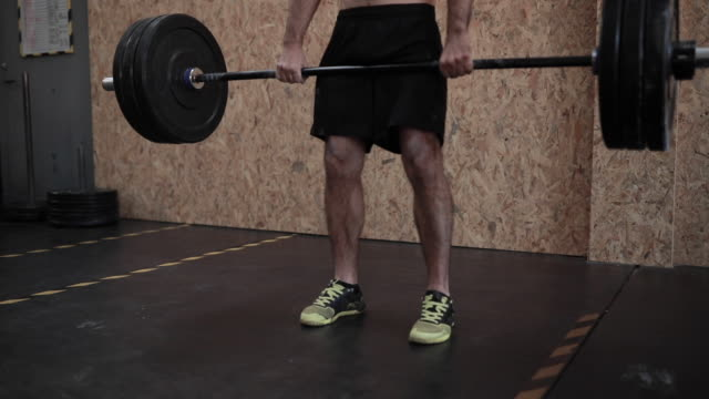 one man lifting heavy weights in gym - weight training stock videos & royalty-free footage