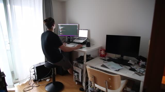 one man working from home - 30代点の映像素材/bロール