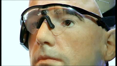 one million dollar bionic man goes on show: gvs bionic man; england: london: science museum: int close ups of bionic body and head of bionic man on... - blase harnapparat stock-videos und b-roll-filmmaterial