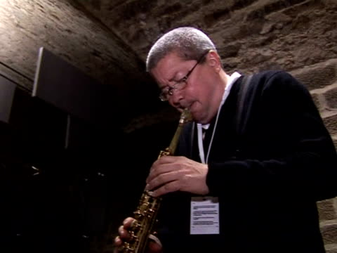 one of france's most important regional jazz festivals is getting underway in normandy the jazz under the appletrees event in coutances is drawing... - laubbaum stock-videos und b-roll-filmmaterial