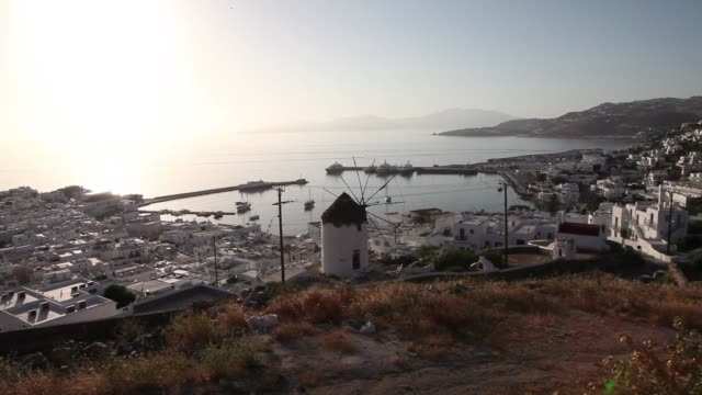 one of greece's most famous travel destinations awaits for tourists to arrive after a 2month lockdown usually bursting with visitors this time of the... - mykonos stock videos & royalty-free footage