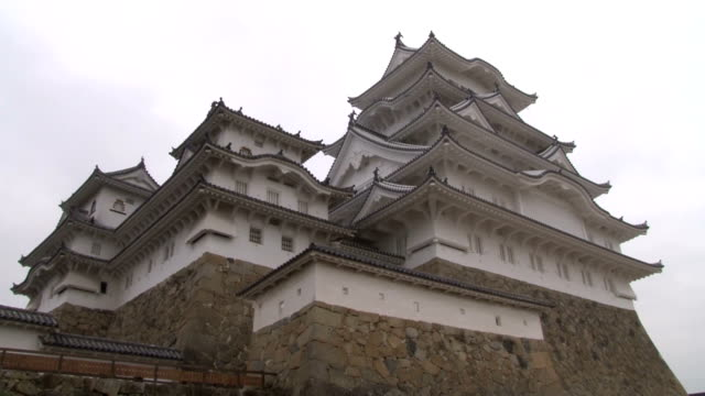one of japan's most renowned warlord castle has finished its fullscale renovations not only on its appearances but also in its inside so that... - 登場点の映像素材/bロール