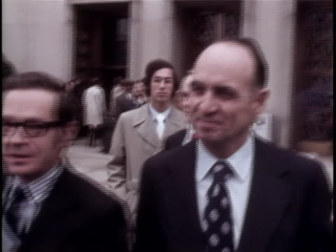 one of the conspirators of the watergate scandal, james mccord walks outside the courthouse. the watergate incident is a political scandal resulting... - リチャード・ニクソンの大統領辞任点の映像素材/bロール