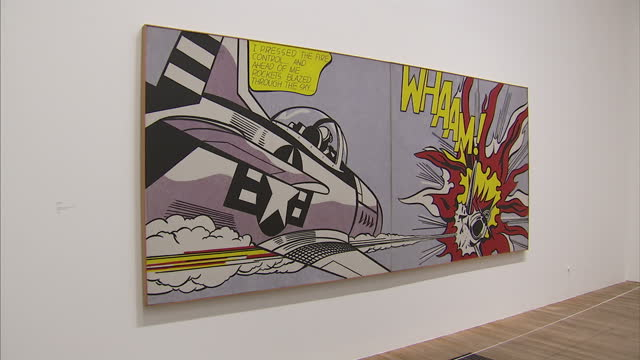 vídeos de stock e filmes b-roll de one of the country's leading popartists is being celebrated in a new exhibition at the tate modern in london roy lichtenstein helped to lead the new... - museu de arte