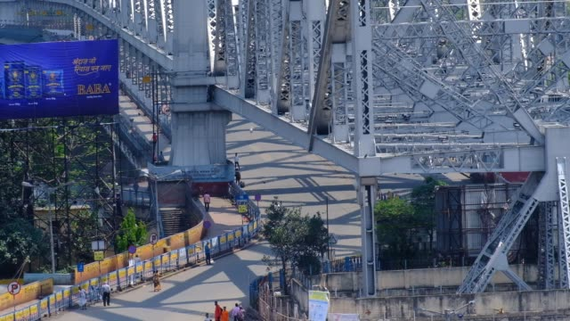 one of the most busiest place howrah bridge of kolkata and howrah is empty due to coronavirus pandemic. kolkata, india, 22nd march 2020. - howrah bridge stock videos & royalty-free footage