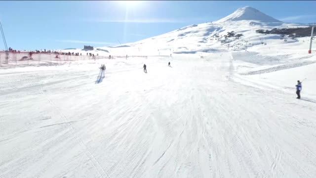 One of the newest ski resorts in central Turkey is attracting a large number visitors after the area saw around 15 centimeters of snowfall The Yildiz...