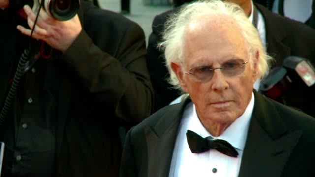 vídeos de stock, filmes e b-roll de one of the stars of hollywood's 1970s golden age 77yearold bruce dern who won the best actor award at the cannes film festival for his performance in... - alexander payne