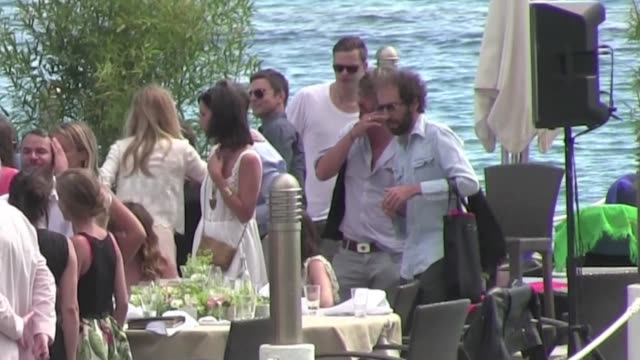 vídeos de stock, filmes e b-roll de one of the two faces behind daft punk we've spotted and unmasked thomas bangalter from daftpunk while having lunch with lover and french actress... - entertainment occupation