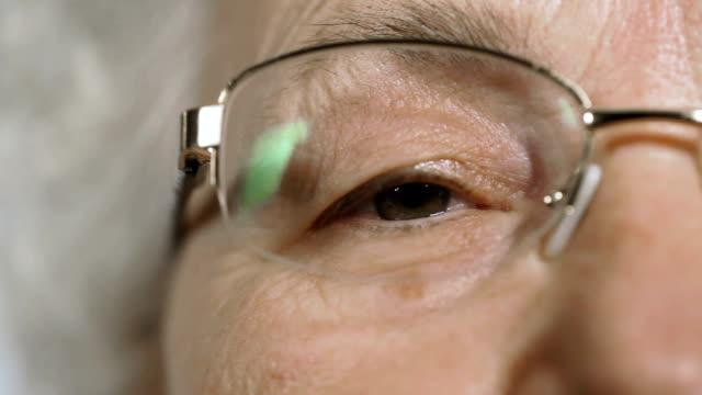 vídeos y material grabado en eventos de stock de una mujer mayor mirando a la cámara - menos de diez segundos