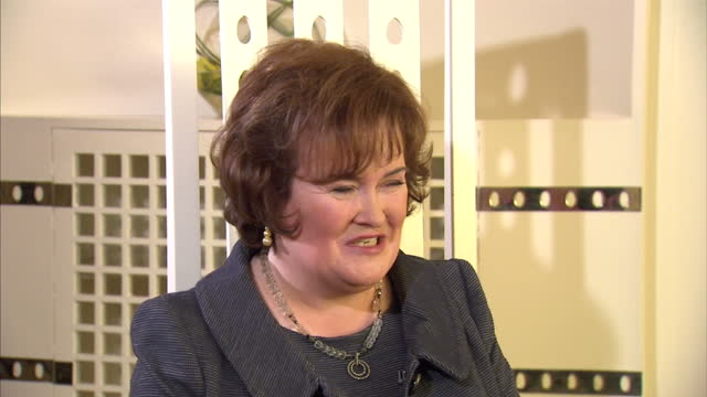 one person especially looking forward to the pope's visit is the reality tv star susan boyle. she's set to sing for him tomorrow in what she's... - スーザン ボイル点の映像素材/bロール