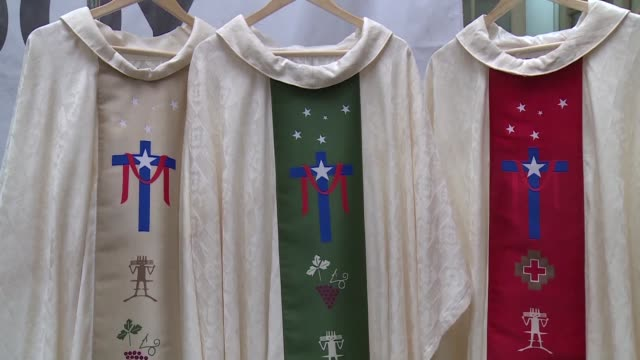 One week ahead of pope Francis arrival in Chile the country's church presented the clothing that the Supreme Pontiff will use for his ceremonies...