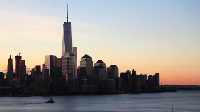 one world trade center and downtown manhattan across the hudson river, new york, manhattan, united states of america - エスタブリッシングショット点の映像素材/bロール