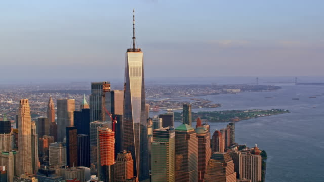 vídeos de stock e filmes b-roll de aerial one world trade center at sunset - world trade center manhattan