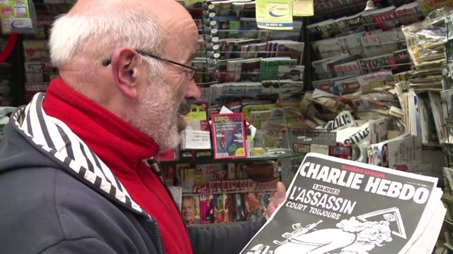 vídeos de stock e filmes b-roll de one year after brutal terror attacks wiped out most of its staff french satirical weekly charlie hebdo published a special edition with a cover... - sátira