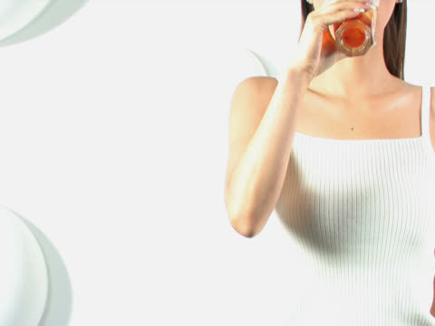 one young woman is drinking a glass of tea - アイスティー点の映像素材/bロール