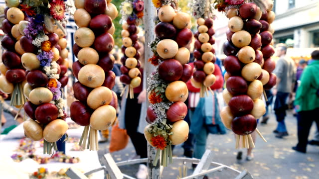 onion plaits at traditional market in weimar, germany - weimar video stock e b–roll