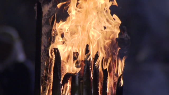 onisube is one of the largest fire festivals in japan. the festival ritual takes place on every new year's day at dazaifu tenmangu shrine. shrine... - exorcism stock videos & royalty-free footage