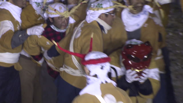 onisube is one of the largest fire festivals in japan the festival ritual takes place on every new year's day at dazaifu tenmangu shrine shrine... - exorzimus stock-videos und b-roll-filmmaterial