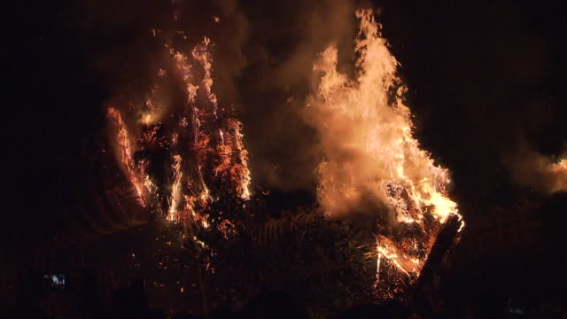 oniyo festival is annually held in daizenji tamatare shrine kurume city it has a history of more than 1600 years and one of the three major fire... - flaming torch stock videos & royalty-free footage