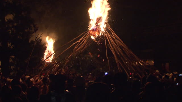 oniyo festival is annually held in daizenji tamatare shrine, kurume city. it has a history of more than 1600 years, and one of the three major fire... - exorcism stock videos & royalty-free footage