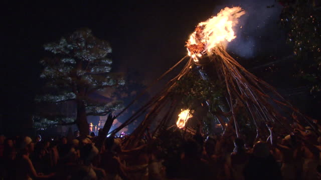Oniyo festival is annually held in Daizenji tamatare shrine Kurume city It has a history of more than 1600 years and one of the three major fire...