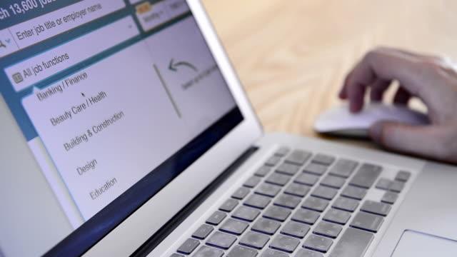 オンラインでの求人情報の検索 - 職探し点の映像素材/bロール