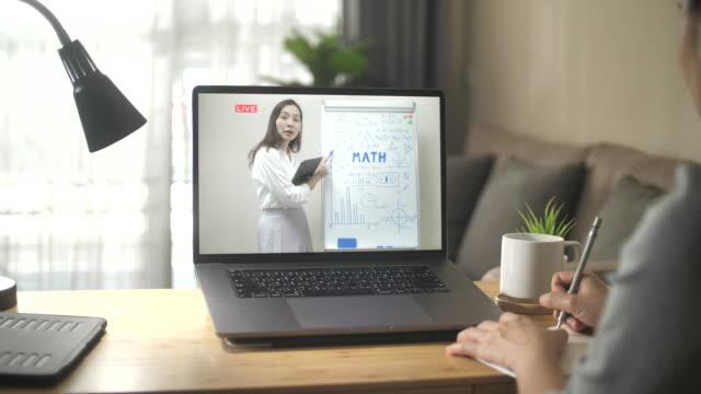 vídeos de stock, filmes e b-roll de aprendizado on-line em casa - professor
