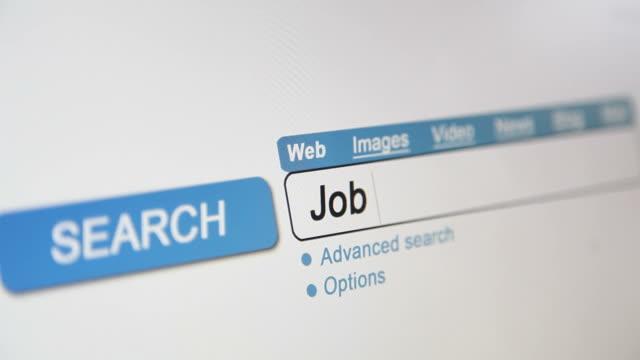 vídeos de stock, filmes e b-roll de trabalho placa de vacância de pesquisa on-line - procurando emprego trabalho e emprego