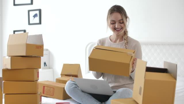online selling at home - borsa della spesa video stock e b–roll