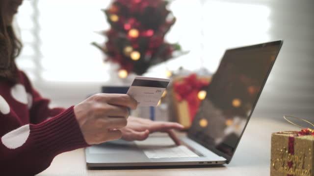 vidéos et rushes de achats en ligne le jour de noël - acheter