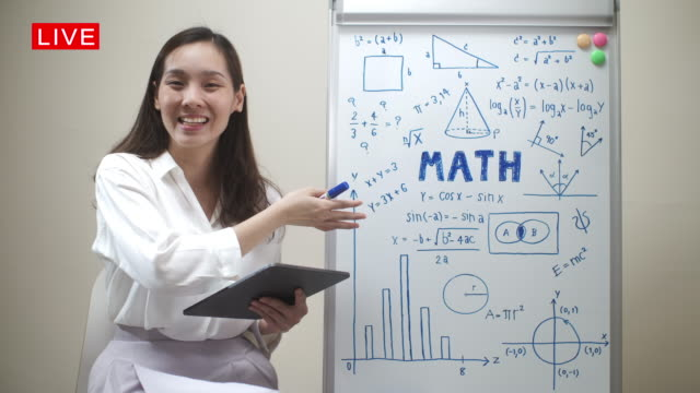 vídeos de stock e filmes b-roll de online teaching, asian female teacher math teaching remotely at her home, working at home - workshop