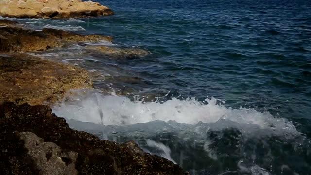 リラックスするのに十分だ、海と波の音を見ているだけ - 鎮静薬点の映像素材/bロール