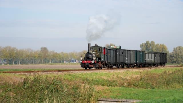 op 16 oktober 2018 reden tussen hoorn en medemblik op de lijn van de stoom tram hoorn medemblik weer originele stoomlocomotieven van de nederlandse... - cloudscape stock videos & royalty-free footage