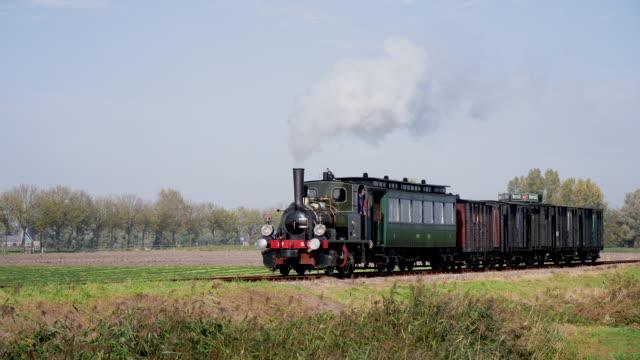 Op 16 oktober 2018 reden tussen Hoorn en Medemblik op de lijn van de Stoom Tram Hoorn Medemblik weer originele stoomlocomotieven van de Nederlandse...