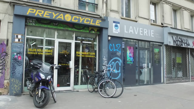 open bike repair shop on boulevard du temple 75003 paris people are queueing with a meter distance between them in front of a bakery on rue coustou... - french bakery stock videos & royalty-free footage