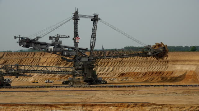 open brown coal pit garzweiler, grevenbroich, north rhine westphalia, germany - braun stock-videos und b-roll-filmmaterial